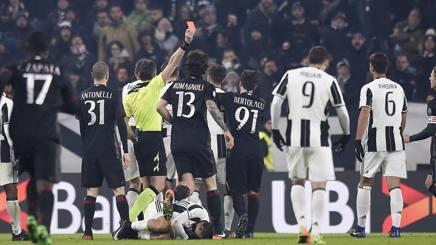 Dybala a terra, l'arbitro caccia Locatelli. Per il Milan è notte fonda. LaPresse