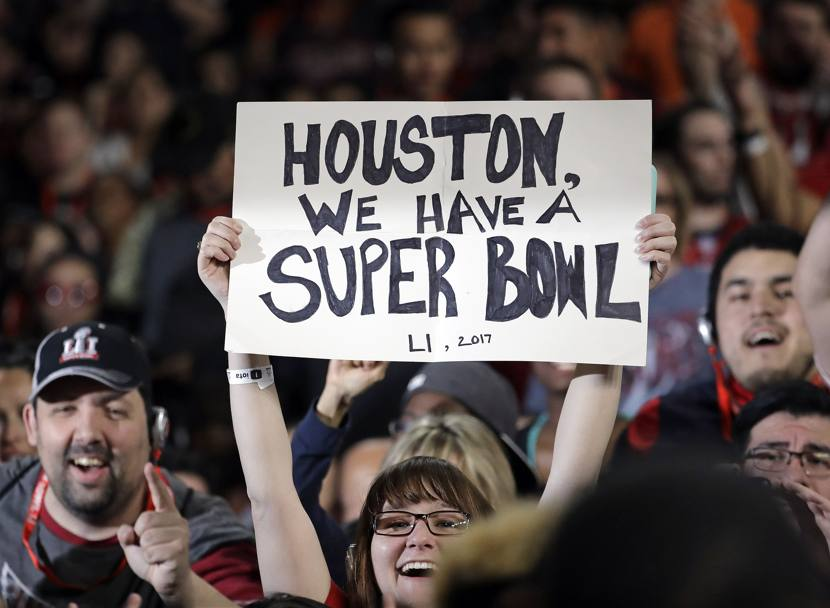 51o Super Bowl Nfl. Una fan esibisce un cartello