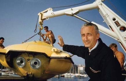 Jacques Cousteau sul suo leggendario Calypso