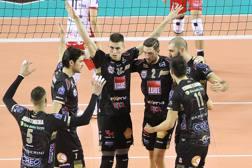 L'esultanza dei giocatori della Lube Civitanova nel match vinto contro Resovia SPALVIERI/LUBEVOLLEY.IT