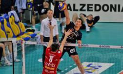 Djuric attacca sotto gli occhi di Nikola Grbic