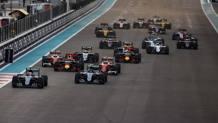 Il via dell'ultimo GP del 2016, ad Abu Dhabi. LaPresse