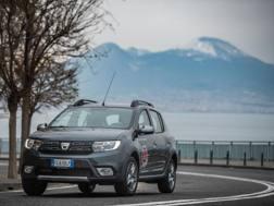 La Dacia Sandero Stepway per le strade di Napoli
