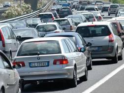Auto in coda in autostrada. Ansa