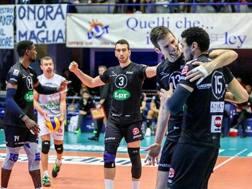 L'esultanza dei giocatori di Piacenza