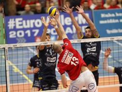 Giannelli a muro con Van de Voorde in Coppa LAPRESSE