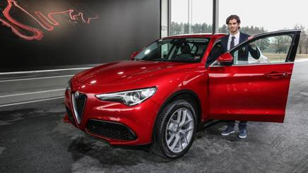 Antonio Giovinazzi con l'Alfa Romeo Stelvio