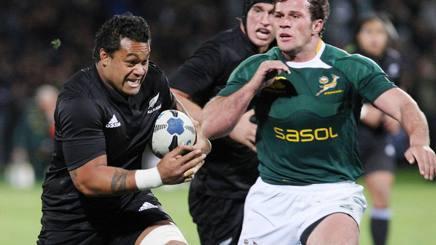Sione Lauaki in azione contro il Sudafrica nel 2008. Ap