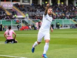 Papu Gomez, 28 anni, esulta dopo il gol segnato al Palermo.