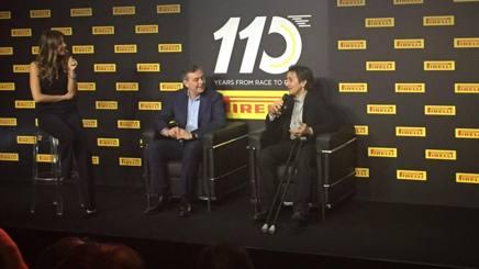 Mario Isola e Alex Zanardi sul palco per la festa Pirelli