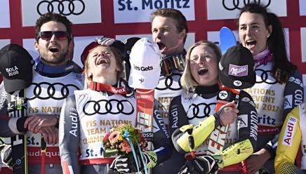 Mathieu Faivre, Adeline Baud Mugnier, Alexis Pinturault, Tessa Worley e Nastasia Noens festeggiano l'oro. Getty Images