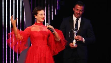 Bebe Vio premiata da Alessandro Del Piero. Getty
