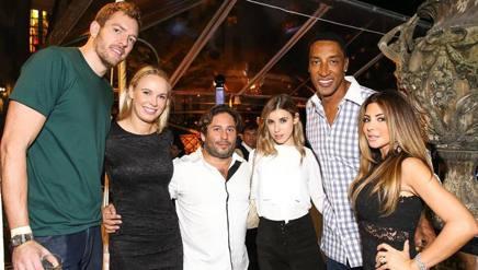 David Lee, primo a sinistra, con Caroline Wozniacki e Scottie Pippen in una foto di un anno fa.