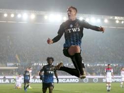 L'esultanza di Andrea Conti, al quarto gol in campionato. LaPresse