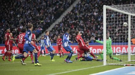 Neuer non ci arriva, gol di Ibisevic. Reuters