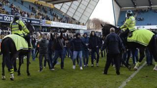 Dalla festa all'alta tensione: Millwall-Leicester, che caos