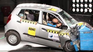 Un crash test con l'uso di manichino