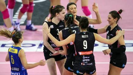 L'esultanza delle giocatrici di Modena per la vittoria su Novara RUBIN/LVF