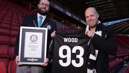 Ed Wood premiato dal delegato del Guinness dei Primati