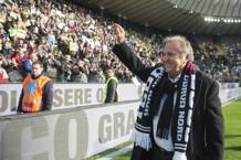 Zico, 63 anni, saluta i tifosi dell'Udinese alla Dacia Arena. LaPresse