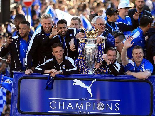 La parata per la vittoria della Premier League a Leicester. LaPresse