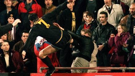 Il calcio di Cantona al tifoso del Palace