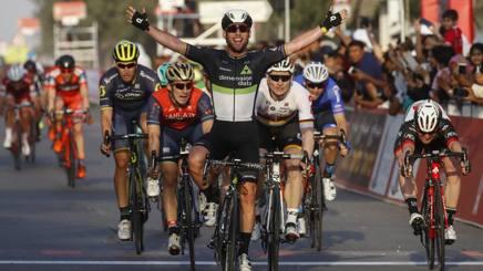 La volata vincente di Mark Cavendish nella prima tappa. Bettini