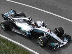 La nuova Mercedes W08 portata in pista a Silverstone da Lewis Hamilton