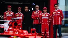 Antonio Giovinazzi, 23 anni, accanto a Vettel, Marchionne, Arrivabene e Raikkonen ieri a Fiorano COLOMBO