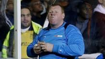 Wayne Shaw, ex portiere del Sutton poi licenziato. Reuters