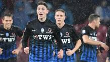 L'esultanza di Mattia Caldara, 22 anni, difensore dell'Atalanta, dopo il gol del vantaggio. Ansa