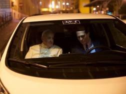 Papa Francesco sulla Nissan Leaf elettrica
