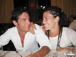 Fabio Antoniani e Valeria Imbrogno prima dell'incidente di dj Fabo. A destra, Valeria sul ring. Fotogramma