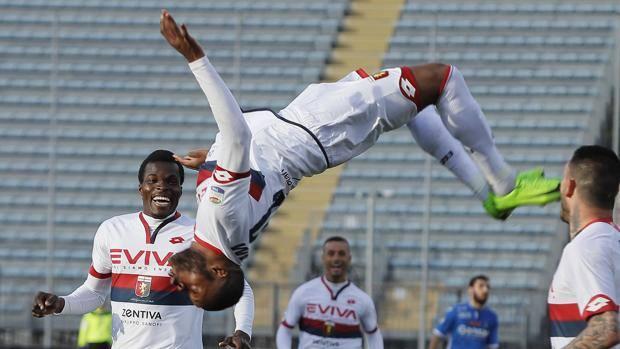 I festeggiamenti di Ntcham per il gol del vantaggio . Ansa