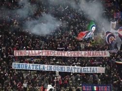 La contestazione in curva durante Bologna-Lazio. LaPresse
