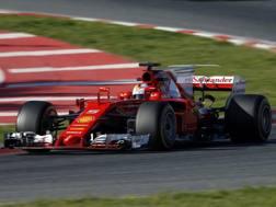 Sebastian Vettel in azione con la Ferrari a Montmelo. Ap