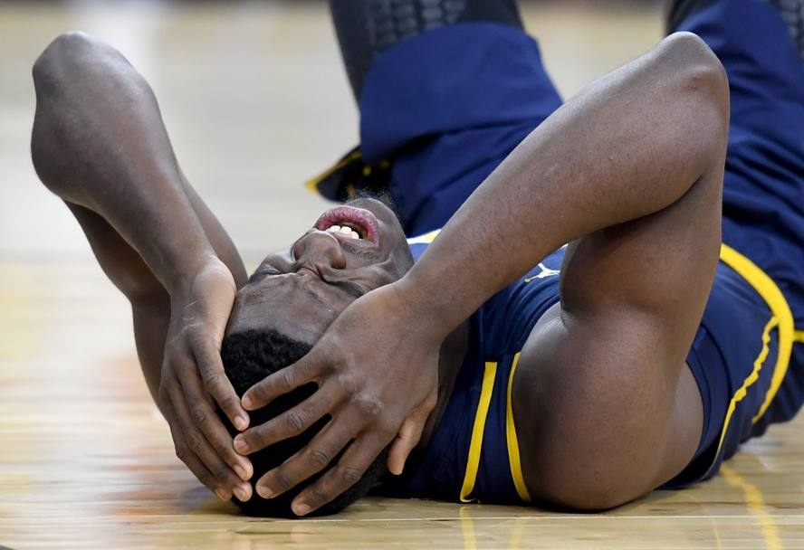 Piccolo incidente sul campo per Jabari Bird, numero 23 dei California Golden Bears. (Afp)
