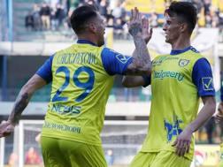 Fabrizio Cacciatore, 30 anni, festeggia la vittoria con Roberto Inglese, 25. Ansa