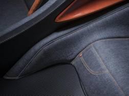 Il rivestimento interno in jeans della supercar di Giugiaro