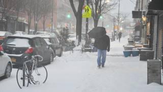 New York avvolta dalla neve