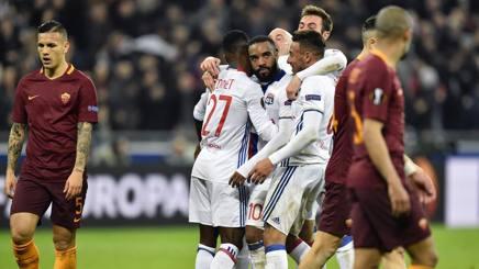 I festeggiamenti del Lione dopo la vittoria con la Roma. Afp