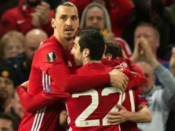 La gioia dei giocatori del Manchester United dopo il gol di Juan Mata. Epa