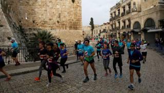 Un momento della corsa a Gerusalemme. Reuters