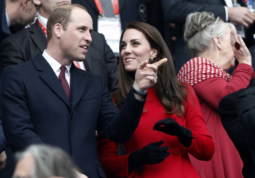 Il principe William e la consorte Kate assistono al match allo stadio parigino di Saint-Denis (Ap)
