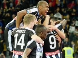 I giocatori dell'Udinese festeggiano il secondo gol al Palermo, opera di Duvan Zapata. Getty