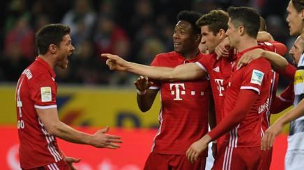 Thomas Müller festeggia con i compagni. Afp