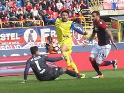Castro infila Da Costa: è il gol del vantaggio del Chievo.