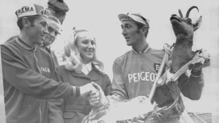 Roger Pingeon, a destra, con Eddie Merckx, al Tour del 1973. Ap