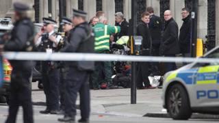 Paura a Londra, spari al Parlamento e auto sulla folla