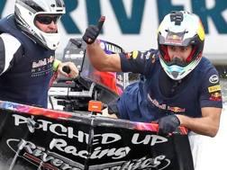 Daniel Ricciardo (a destra) si allena per il GP d'Australia in motoscafo